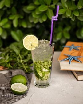 Mojito classique avec glace et citron vert