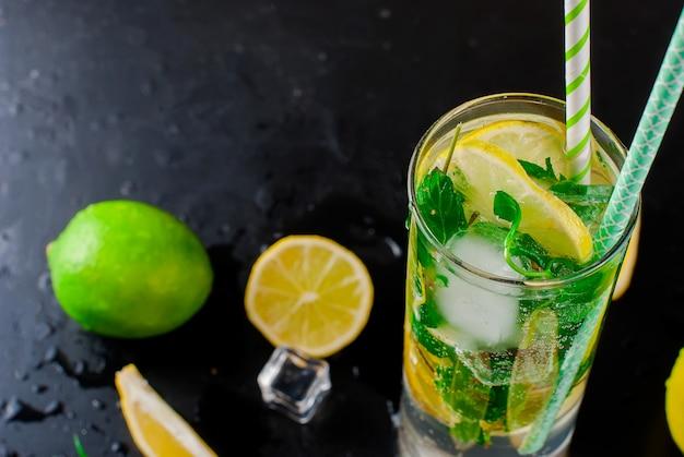 Mojito cocktail au citron, citron vert et menthe