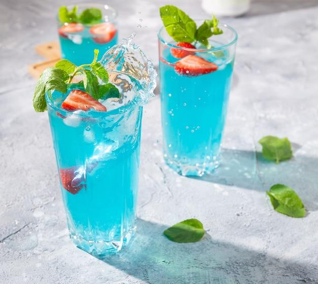 Mojito cocktail splash à la menthe et aux fraises