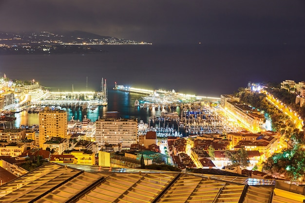 Monaco illuminée la nuit