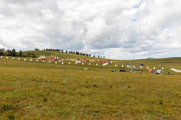 Monastère bouddhiste dans les steppes