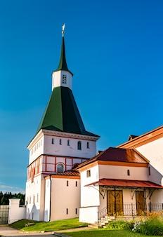 Le monastère iversky à valdai - oblast de novgorod, russie