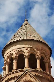 Le monastère de noravank dans les montagnes du caucase en arménie