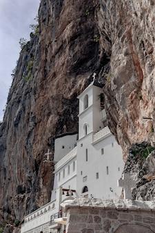 Monastère orthodoxe d'ostrog, au monténégro.