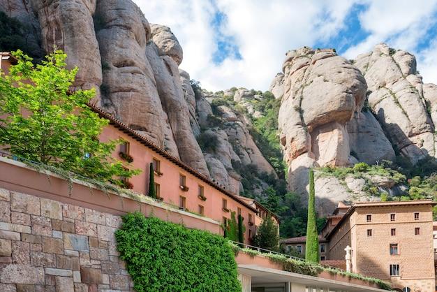 Monastère, santa maria de montserrat est une abbaye bénédictine située sur la montagne près de barcelone, catalogne, espagne