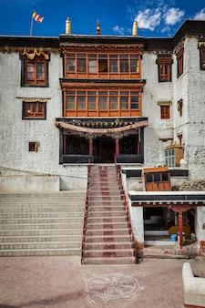 Monastère de spituk gompa. leh, ladakh, inde