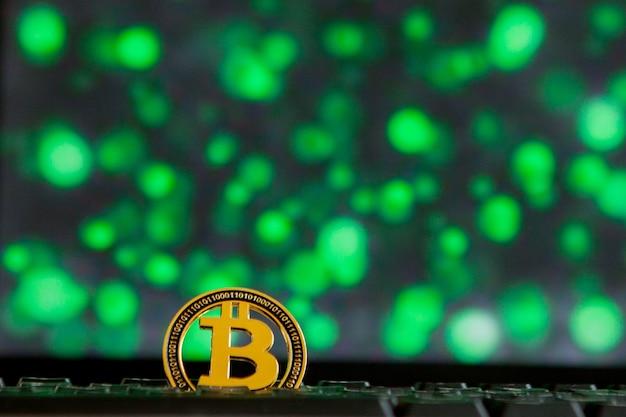 Monnaie bitcoin sur ordinateur à clavier