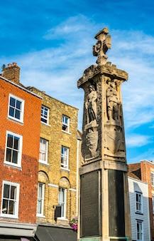 Monolithe commémoratif de guerre de canterbury dans le kent, angleterre
