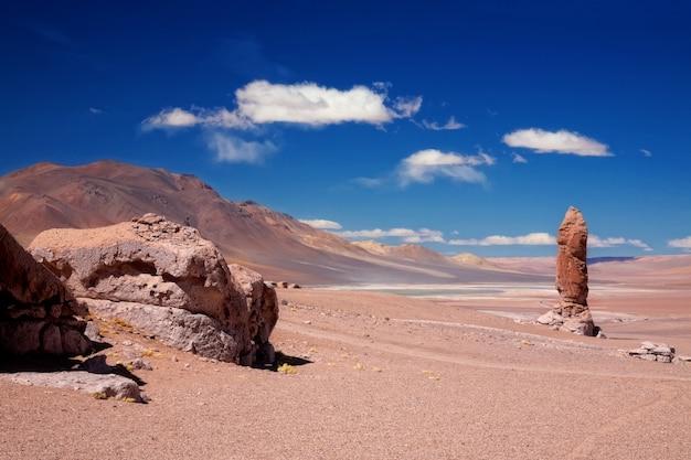 Monolithe géologique près de salar aguas calientes