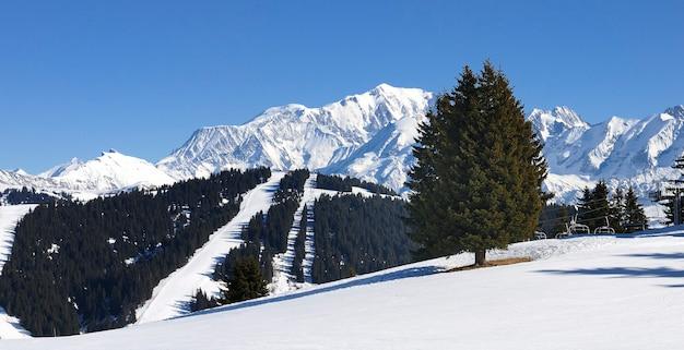 Mont-blanc en hiver, montagnes alpines, vue depuis les saisies, france