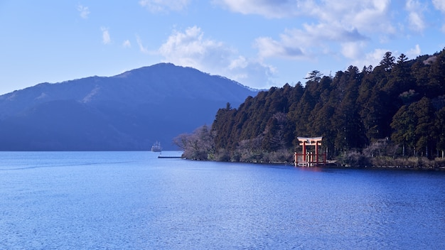 Mont fuji avec le lac ashi de hakone.