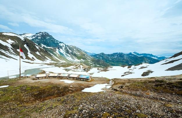 Montagne des alpes d'été tranquille, vue sur la haute route alpine du grossglockner