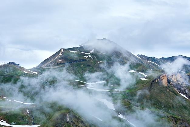 Montagne des alpes d'été, vue depuis la haute route alpine du grossglockner à edelweisspitze