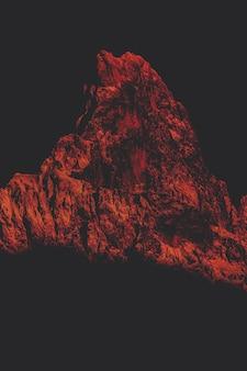 Montagne de couleur rouge