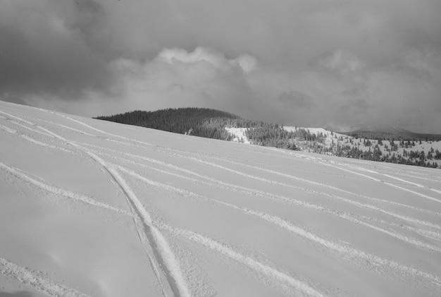 Montagne couverte de neige à vail, colorado