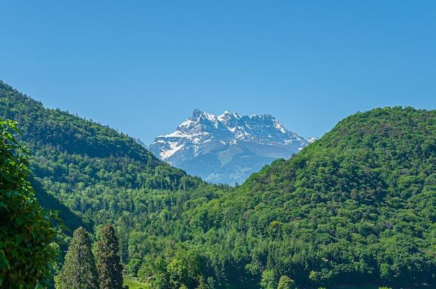 Montagne des dents du midi aux multiples sommets en suisse