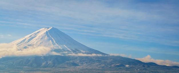 Montagne fuji avec le ciel bleu, le japon