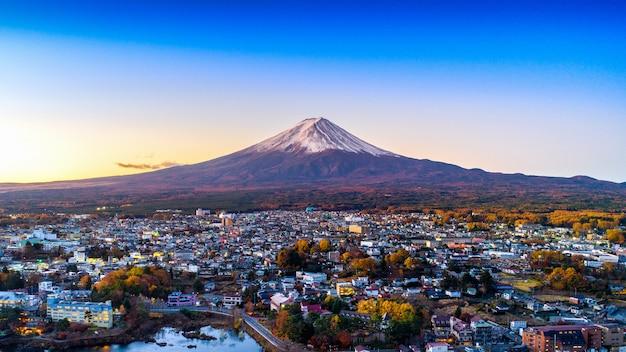 Montagne fuji et lac kawaguchiko au coucher du soleil