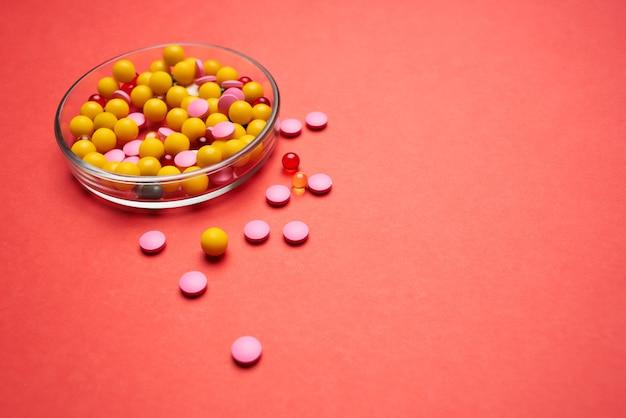 Montagne de pilules pharmacologie médecine traitement soins de santé