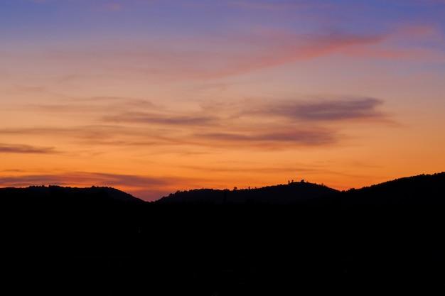Montagne en soirée.