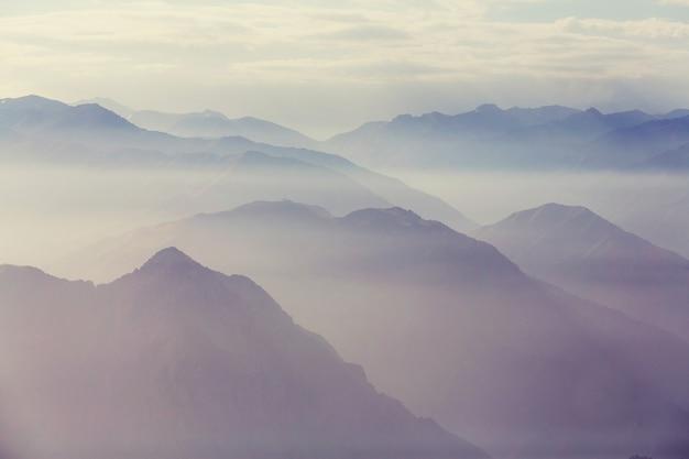 Montagnes chimgan près de la ville de tashent, ouzbékistan
