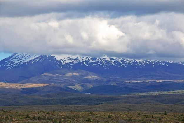 Montagnes, dans, parc national, tongariro, nouvelle zélande