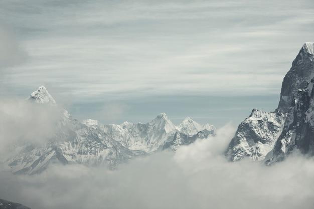 Montagnes dans la région de sagarmatha, himalaya