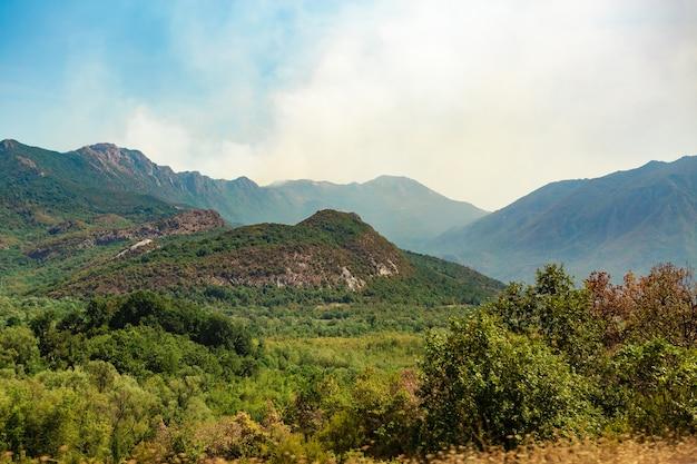Montagnes dinariques. belle vue sur les montagnes en été, monténégro