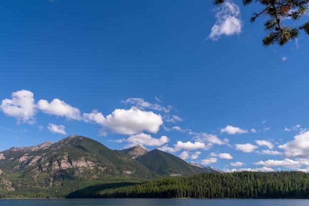 Montagnes entourant le lac holland au montana