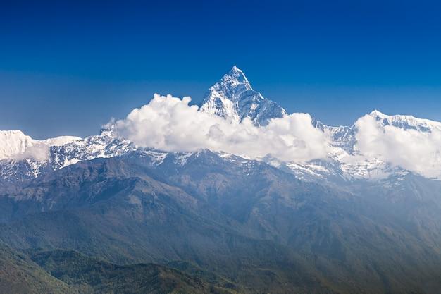 Montagnes machhapuchhre et annapurna