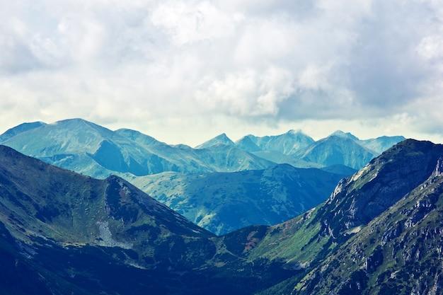 Montagnes nature paysage
