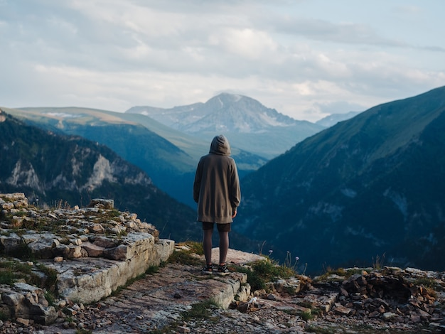 Montagnes paysage voyage aventure repos actif