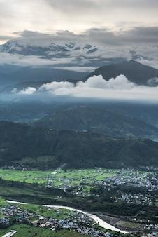 Montagnes de pokhara katmandou himalayens
