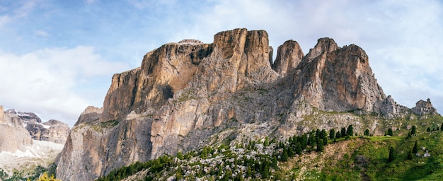 Montagnes rocheuses au coucher du soleil, alpes dolomites, italie