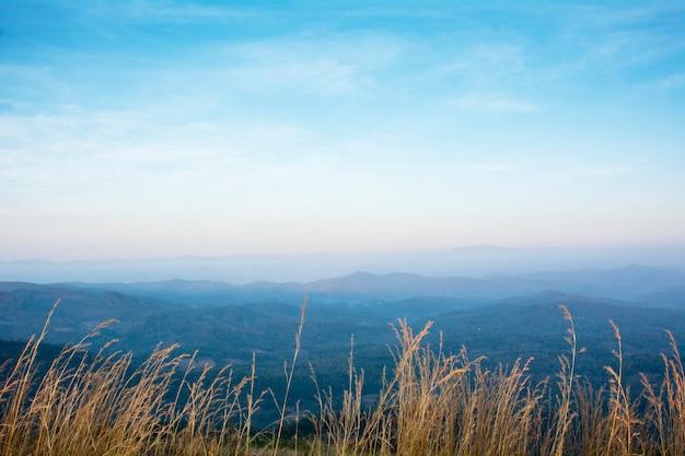 Montagnes en thaïlande avec filtre effet rétro style vintage
