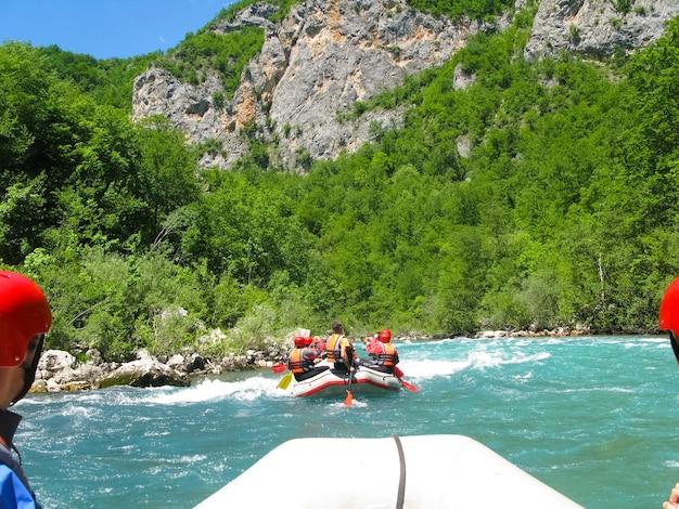 Montenegro river tara dans le nord du monténégro a réussi les compétitions de rafting