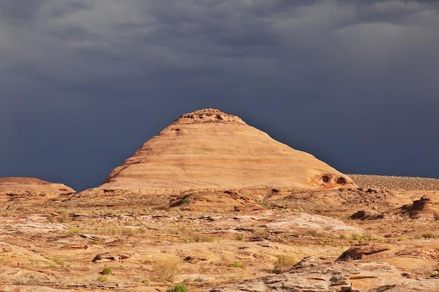 Monter près du lac powell en arizona, paige, états-unis