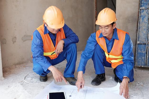 Montrant le plan du bâtiment