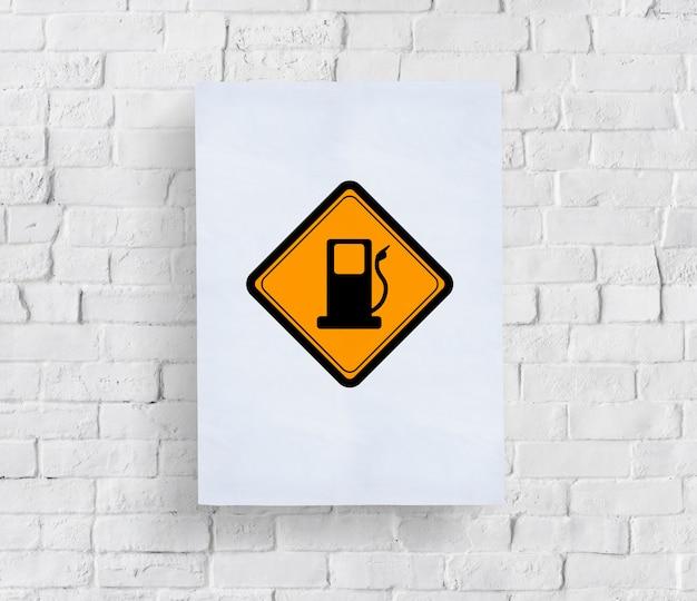 Montrant le signe de carburant de la station-service