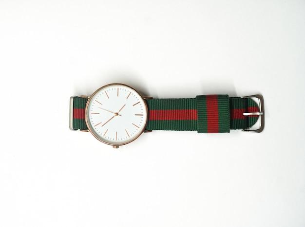 Montre-bracelet sur fond blanc