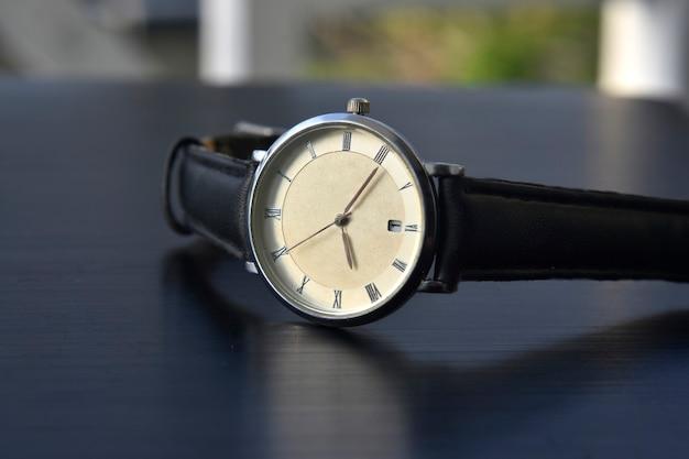 Montre-bracelet de luxe pour hommes d'affaires