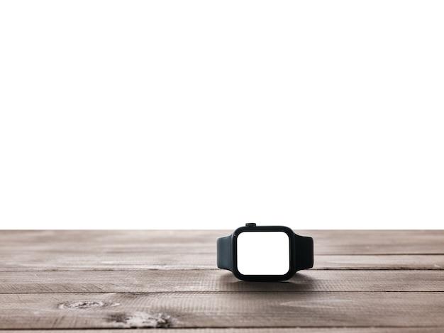 Montre intelligente sur table avec fond isolé