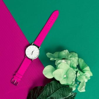 Montres roses élégantes accessoires à la mode. soyez dans la tendance.