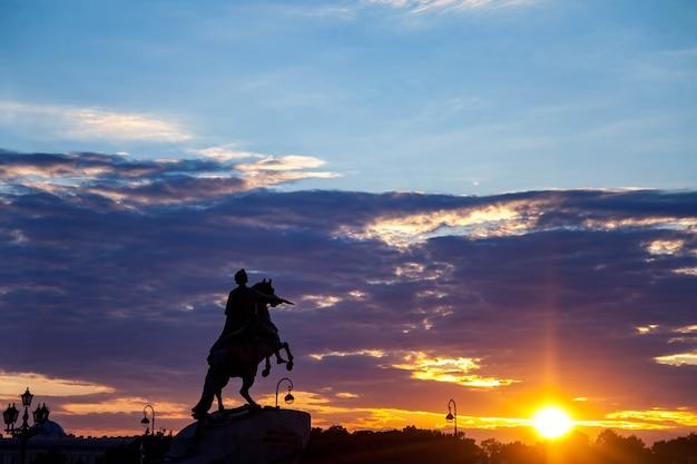 Monument aux cavaliers en bronze