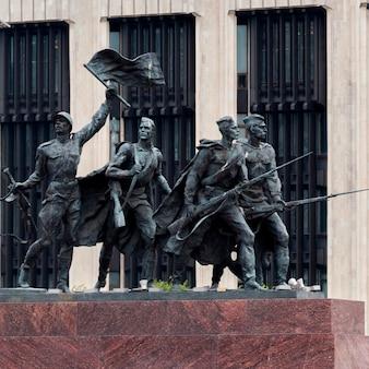 Monument aux défenseurs héroïques de leningrad, place de la victoire, moskovsky prospekt, saint-pétersbourg, russie