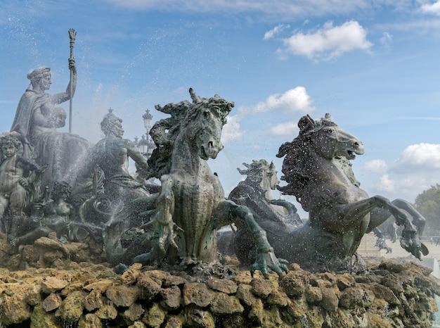 Monument aux girondins sur la place des quincones bordeaux