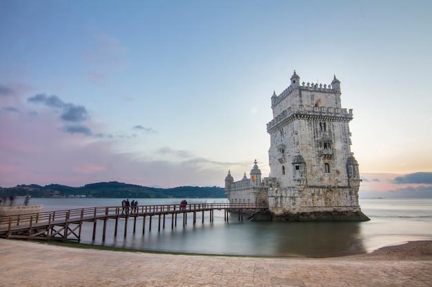 Monument célèbre, la tour de belem, situé à lisbonne, au portugal.