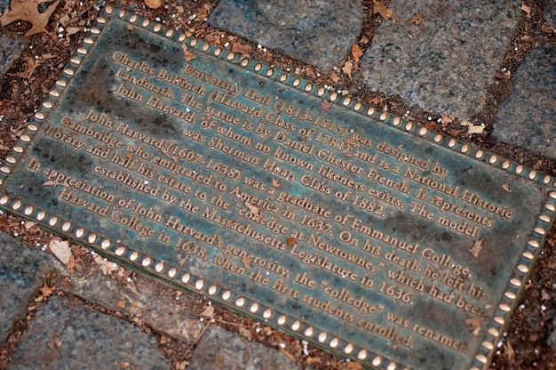 Monument commémoratif john harvard à l'université harvard de boston, massachusetts, états-unis