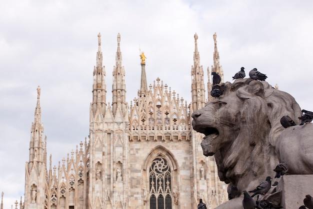 Monument du lion de vittorio emanuele ii à milan