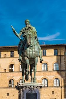 Monument équestre de cosimo i à florence, italie